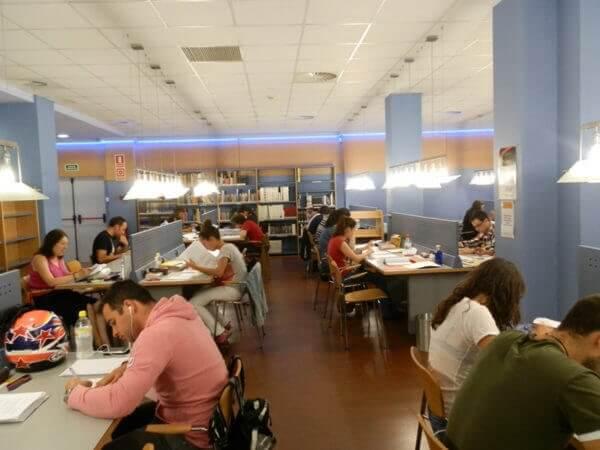 Bibliotecas tranquilas en Zaragoza para estudiar tus oposiciones 4