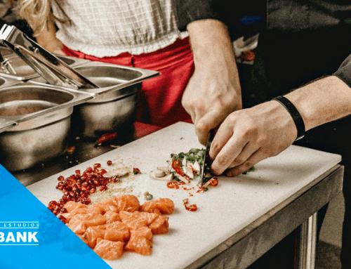 ¿Qué es un ayudante de cocina? sueldo y funciones